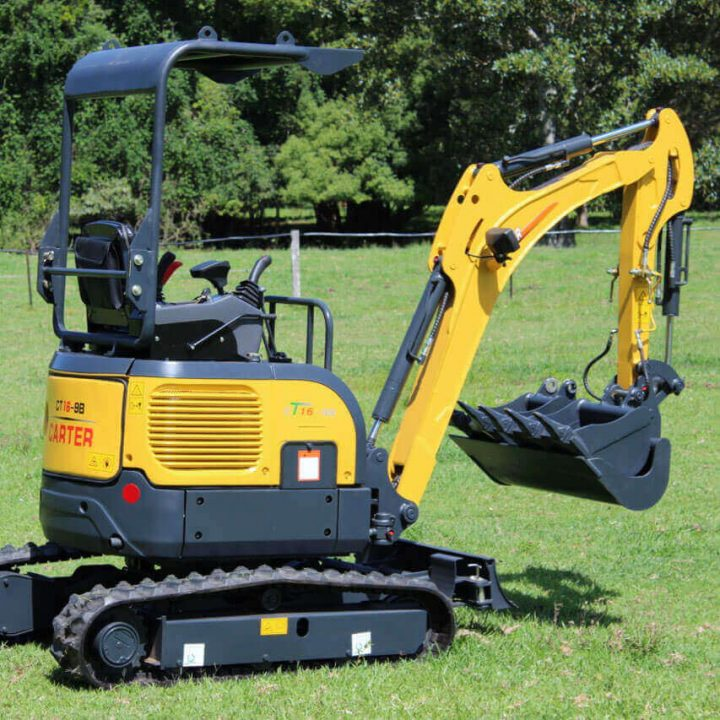 Carter Excavator CT16 side view with bucket.