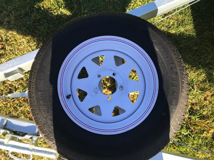 10x7 Flat Top Trailer close of spare wheel.