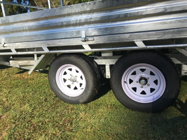 10x7 Flat Top Trailer wheel view.