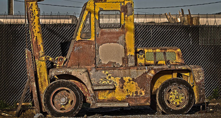 Old rusted forkilft | buying a used forklift blog featured image