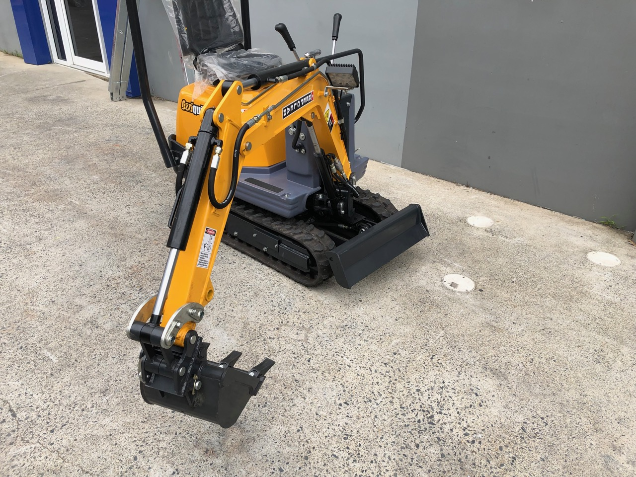 Ozziquip 700D Micro Excavator Yanmar Diesel with Offset Boom side view with extended arm | Featured image for 7 Types of Excavators and Their Uses | Blog