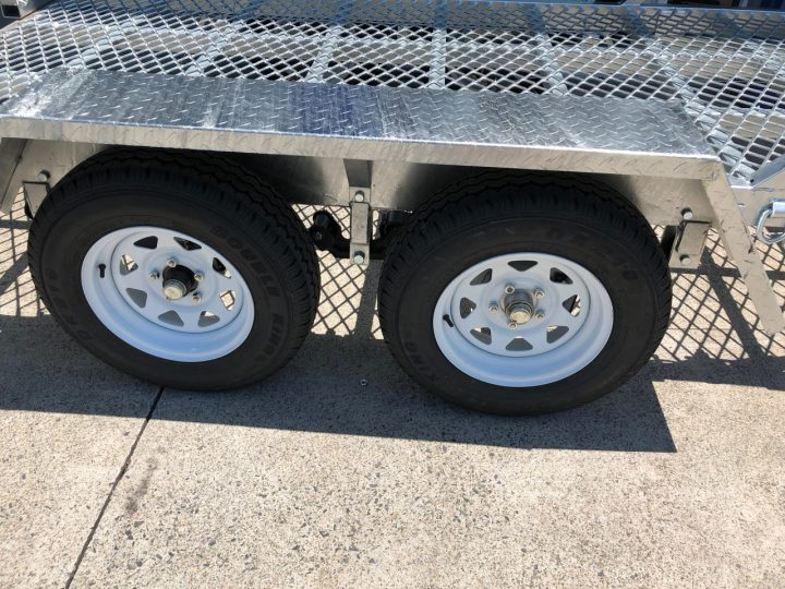 10x5 Plant Trailer 2000 kg close up of wheels.